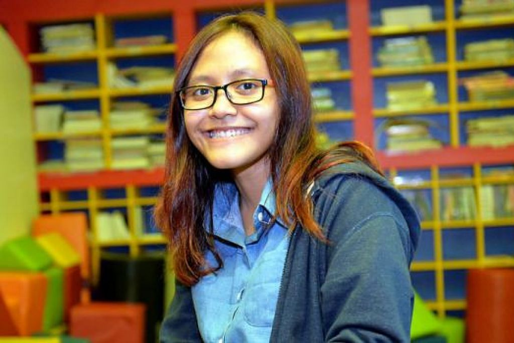 BERHASRAT KEMBANGKAN BAKAT: Cik Nur Atiqah yang kini bekerja sebagai artis roto di studio kesan visual Double Negative berharap dapat menyertai kakaknya yang sedang bekerja di studio kesan visual di New Zealand kelak. - Foto M.O. SALLEH