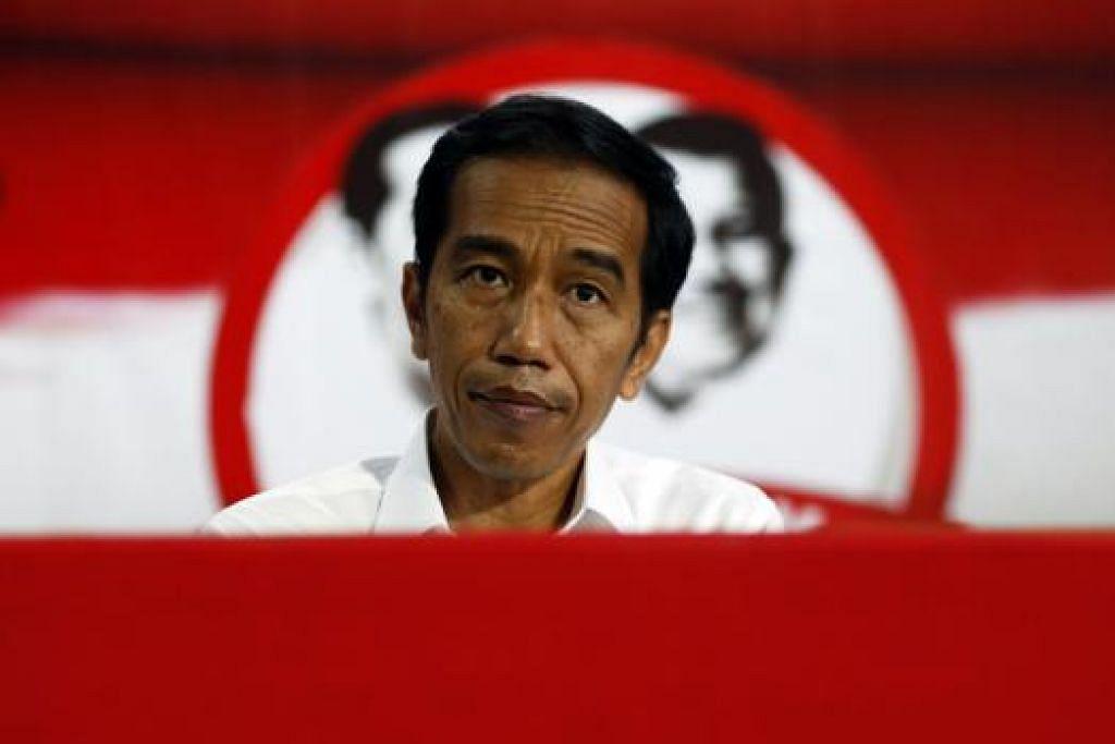 BAKAL HADAPI CABARAN BESAR: Encik Jokowi akan menghadapi tekanan dan hambatan bukan sahaja daripada golongan yang menentangnya bahkan daripada golongan yang menyokong dan membantunya memenangi pilihan raya presiden Indonesia. - Foto REUTERS