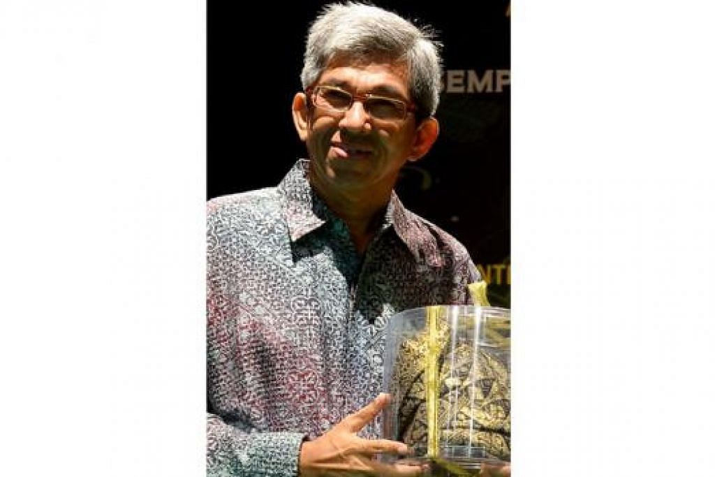 DR YAACOB IBRAHIM: Berdwibahasa akan mengukuhkan identiti dalam kalangan warga Singapura. - Foto fail