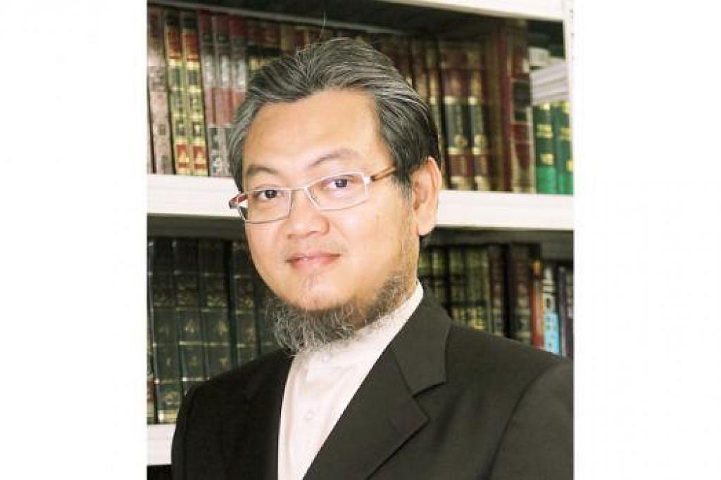 Konsultan, Ustaz Mohd Kamal Mokhtar.