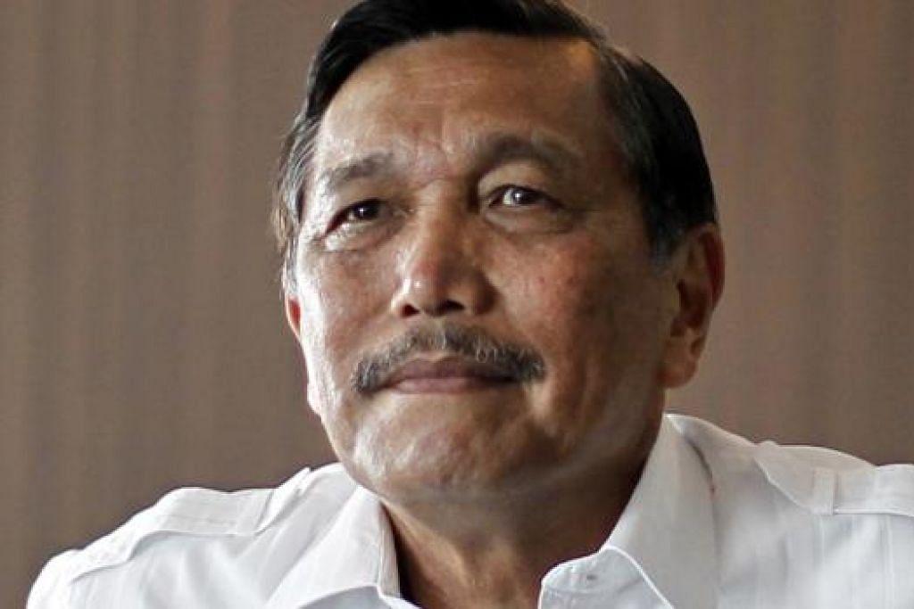 AKAN TERUS AKTIF: Jeneral (Bersara) Luhut Panjaitan (atas) menegaskan bahawa Indonesia akan terus memainkan peranan aktif dalam Asean, khususnya menjelang terbentuknya Masyarakat Ekonomi Asean (AEC) pada akhir tahun depan. - Foto fail.
