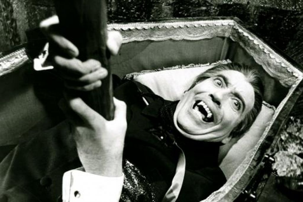 DRACULA VERSI TERBARU: Luke Evans begitu memukau dalam lakonannya sebagai Dracula dalam filem 'Dracula Untold'. Memang sebelum ini terdapat banyak filem tentang Dracula yang memaparkan watak Dracula yang berbeza-beza, seperti Dracula zaman silam lakonan Christopher Lee (atas), Dracula kelakar rabak lakonan Leslie Nielsen dan Dracula seram punya lakonan Gary Oldman.- Foto-foto fail