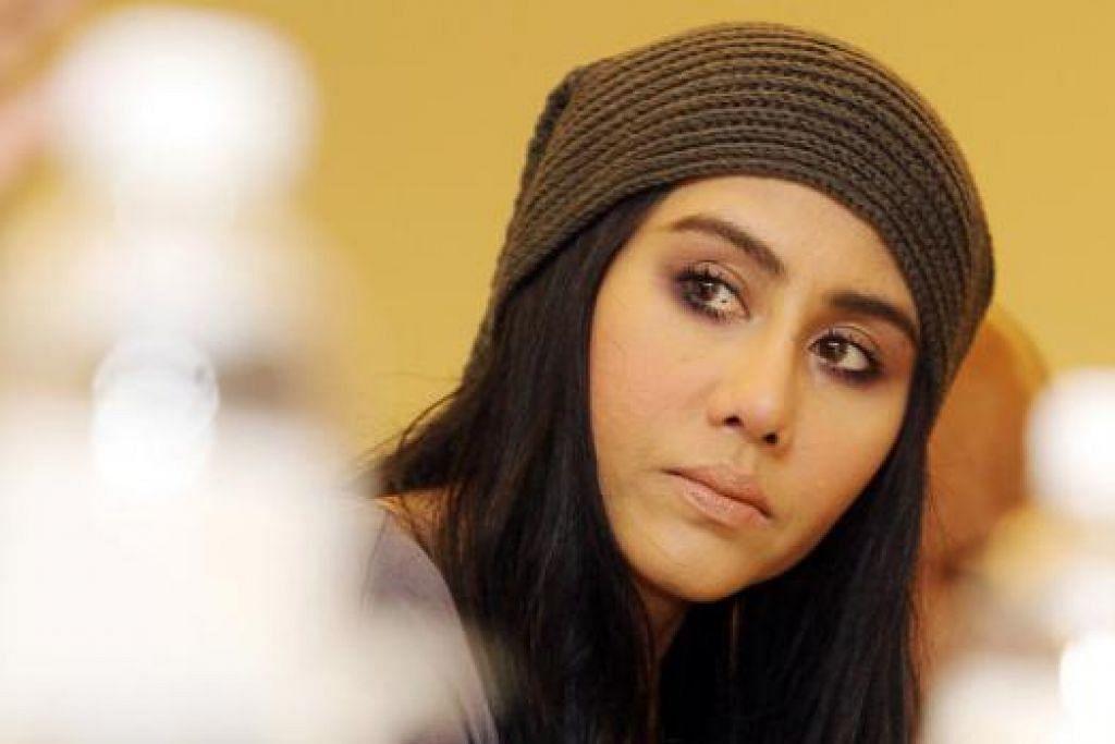LAGU MELETUP: Ella, penyanyi lagu 'Pengemis Muda' yang cukup popular, yang liriknya ditulis Hartinah Ahmad.