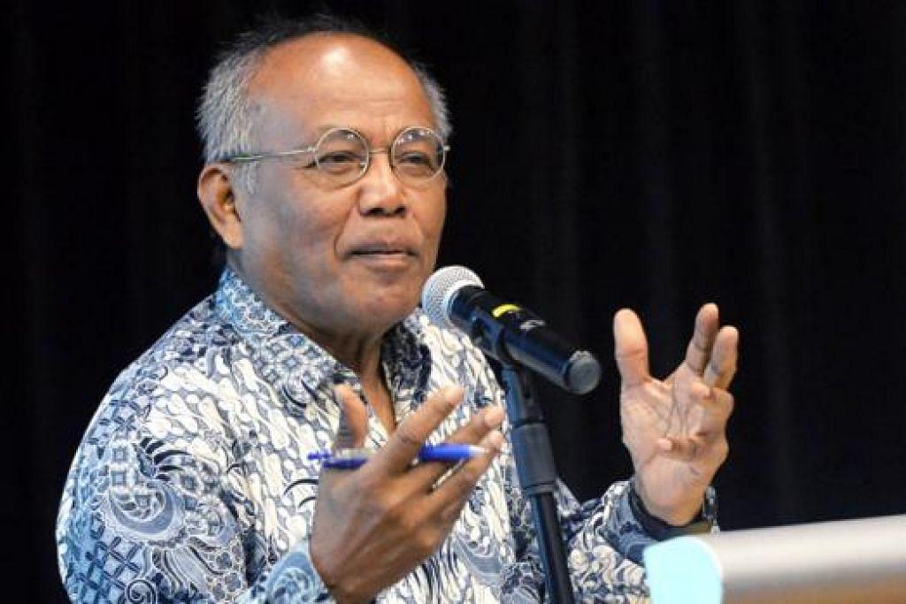 DUA DALAM SATU: Akademik dan seni dalam jiwa dan paparan Dr Zakaria Mohd Ali. - Foto KHALID BABA