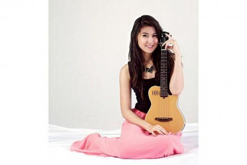 NAMA KIAN MEKAR: Elizabeth Tan semakin dikenali ramai menerusi beberapa lagu Melayu dan Inggeris yang didendangkannya. Kelihatan beliau bermain ukelele yang dimuat naik di YouTube. - Foto ihsan ELIZABETH TAN
