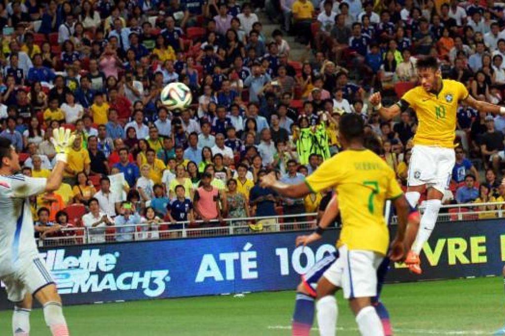 PERSEMBAHAN HEBAT: Neymar melompat tinggi untuk menjaringkan gol terakhirnya dalam perlawanan antara Brazil dengan Jepun di Stadium Negara semalam.
