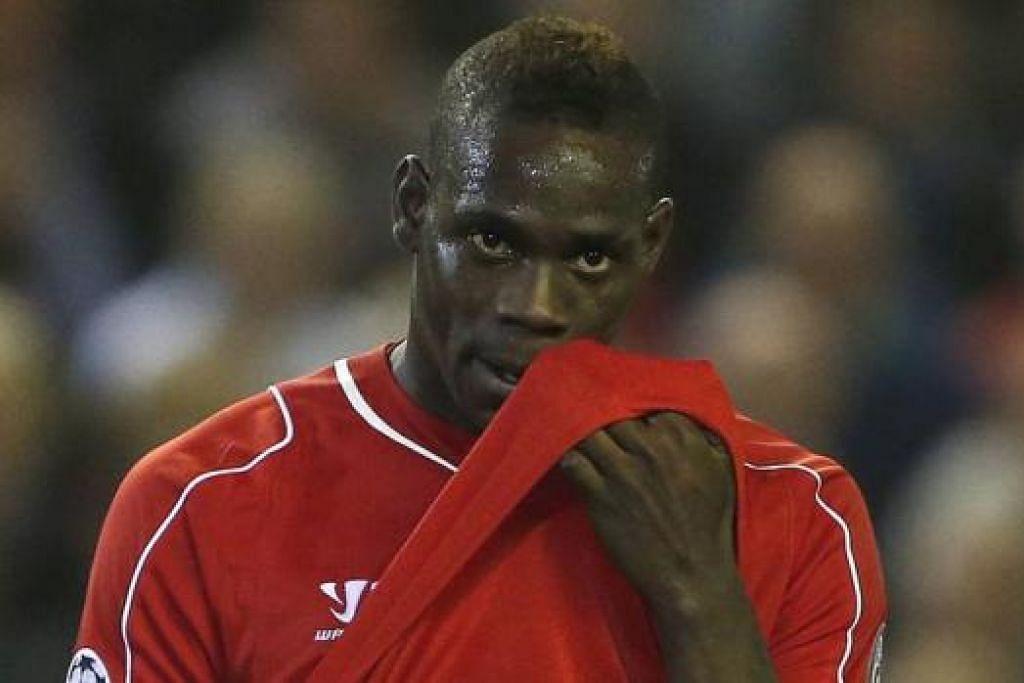 BURU GOL: Tiga penyerang Liverpool, Daniel Sturridge, (atas) Mario Balotelli dan Raheem Sterling perlu menjaringkan gol demi membantu Liverpool mendaki liga dan mengembalikan keyakinan penyokong dalam keupayaan mereka. - Reuters