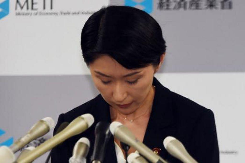 Cik Yuko Obuchi: Meletak jawatan ekoran dakwaan pihak pembangkang bahawa penyokongnya menyalah guna dana politik. - Foto-foto AFP.