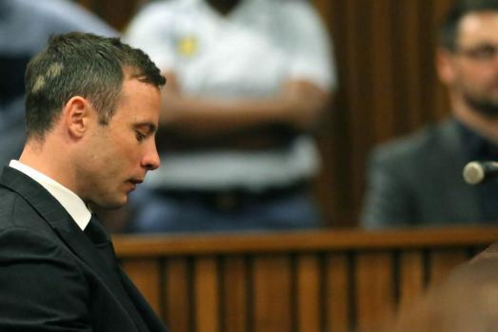 DIHUKUM PENJARA: Atlit Afrika Selatan, Oscar Pistorius, dijatuhkan hukuman penjara lima tahun, setelah didapati bersalah menembak mati kekasihnya, Reeva Steenkamp, seorang model dan bintang tv realiti berusia 29 tahun, pada 14 Februari tahun lalu. Foto -