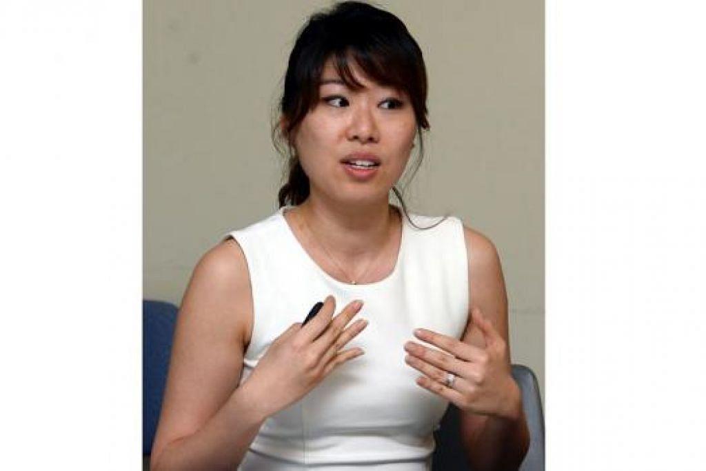 """""""Di CGH, kami berikan lebih tumpuan kepada terapi pertuturan dan pergerakan. Kami tumpukan pada pergerakan yang lebih luas dan pertuturan yang lebih lantang.""""  - Pakar Terapi Pertuturan Kanan CGH, Cik Betty Wong."""