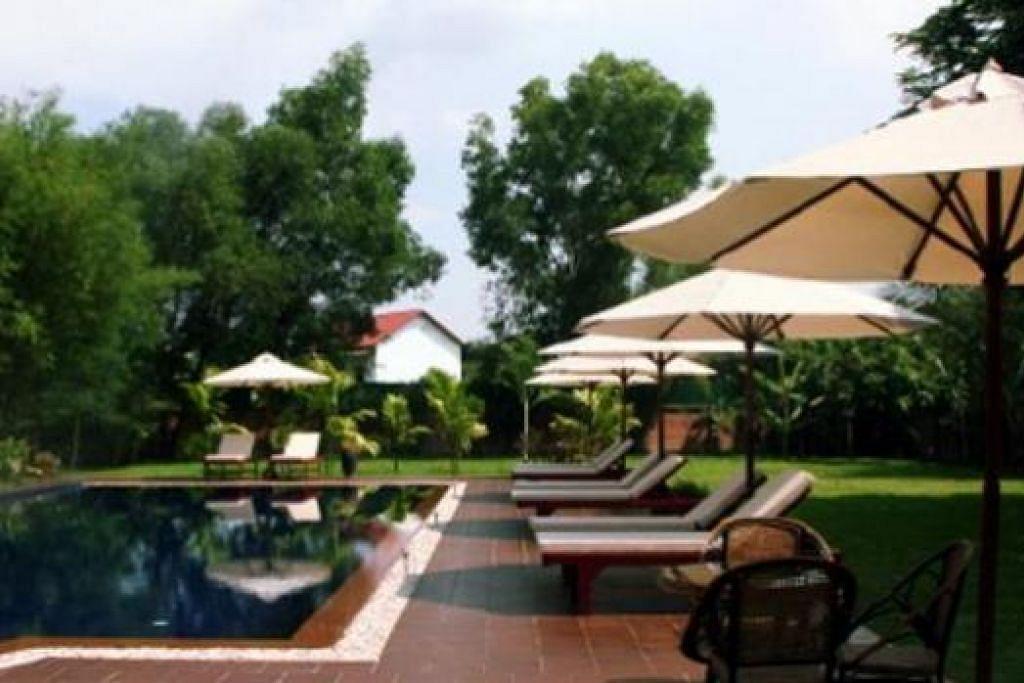 SANTAI DI KOLAM RENANG: Kolam renang di The Pool and Palm Villa. - Foto-foto ihsan RAHIM KASSIM