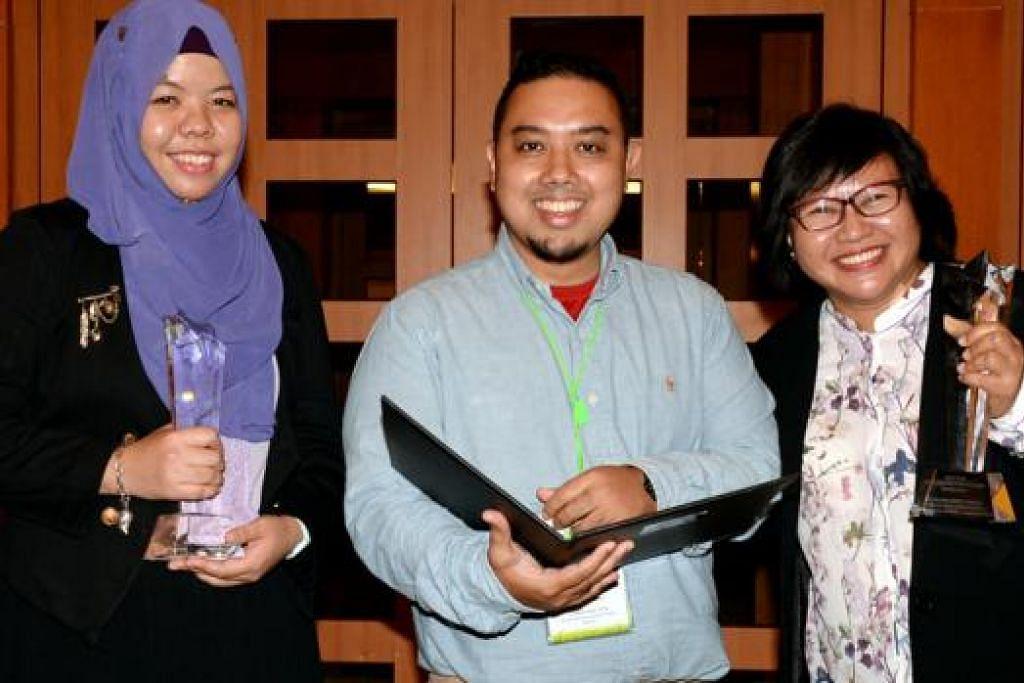 GURU ISTIMEWA: Cik Huzaima (kiri) dan Cik Salina (kanan) meraih Anugerah Guru Pendidikan Khas Cemerlang, manakala Encik Faizul pula menerima Biasiswa Sarjana MOE dalam Pendidikan Khas bagi melanjutkan pengajian di luar negara. - Foto JOHARI RAHMAT