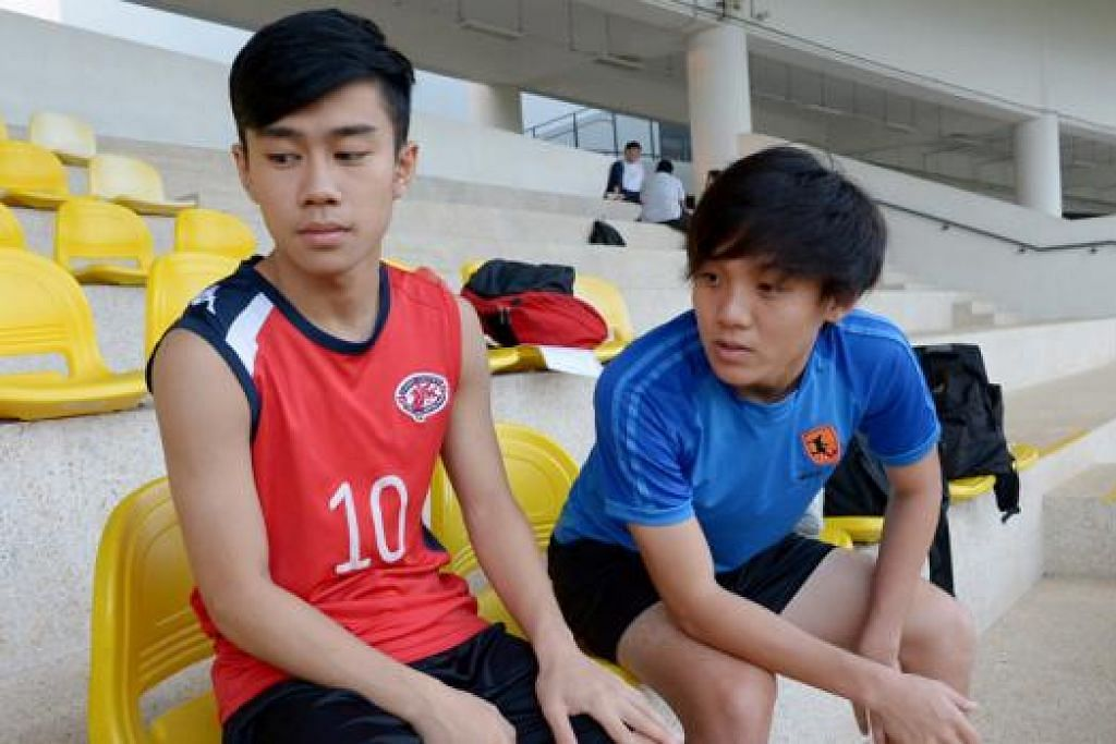 TAMPIL SECARA SUKARELA SUMBANG TENAGA: Jeremy Lam (kiri) dan Darren Teh tidak menghadapi masalah menyesuaikan diri dalam pasukan Melayu Singapura, malah berasa seronok dan ghairah diberi peluang beraksi dalam pertandingan GT Radial Piala Emas Raja-Raja. - Foto TUKIMAN WARJI