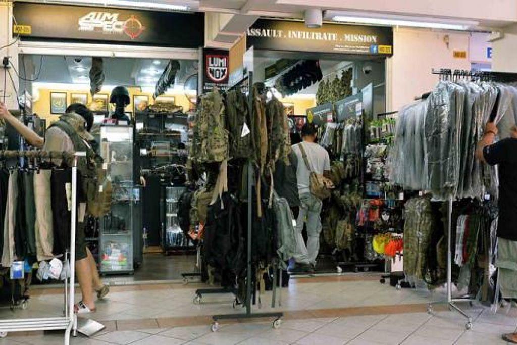 BARANG BERMUTU DAN BERJENAMA: Kebanyakan barang yang dijual di kedai A.I.M. Spec diimport dari Amerika Syarikat dan berjenama terkenal.