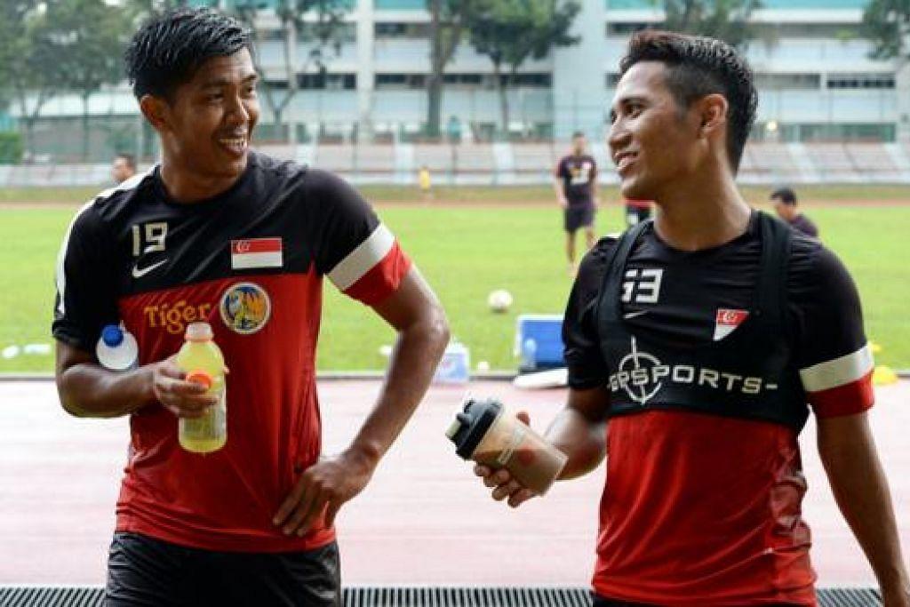 MEMIKUL MISI SAMA: Penyerang berpengalaman, Khairul Amri (kiri) dan bakat muda yang sedang meningkat, Sahil Suhaimi (kanan), tentunya menaruh harapan dapat membantu perjuangan Singa di Kejohanan Piala AFF Suzuki nanti. - Foto ZAINAL YAHYA