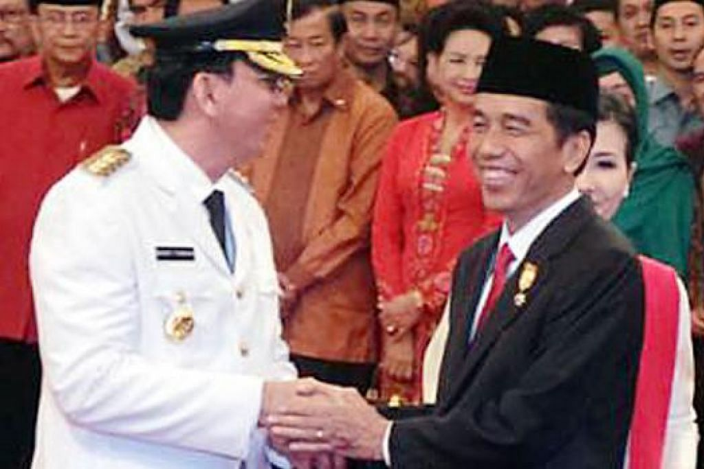 GABENOR JAKARTA: 'Ahok' di majlis angkat sumpah bersama Presiden Joko Widodo (Jokowi) di Istana Negara, semalam. - Foto INTERNET
