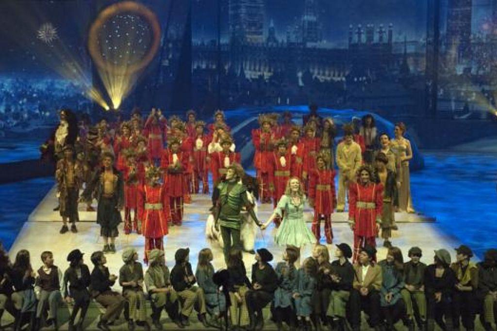 CERITA KLASIK: Pementasan muzikal berdasarkan cerita kanak-kanak Peter Pan ini akan menyajikan adegan tarian dan akrobatik baru selain menyertakan lagu-lagu popular seperti 'Kiss From A Rose' oleh Seal; dan 'Angels' oleh Robbie Williams. - Foto RESORTS WORLD SENTOSA