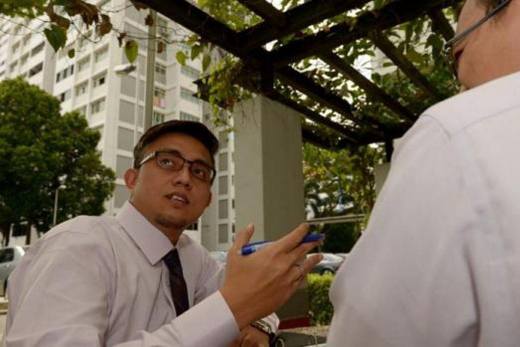 KAJI SEMULA PAKEJ PINJAMAN RUMAH: Masyarakat Melayu/Islam kurang berpengetahuan dalam soal pembiayaan semula pinjaman bagi rumah mereka, kata Konsultan Kanan, Penasihat Kewangan, dari syarikat Financial Alliance Pte Ltd, Encik Rohai Sulaiman (kiri) . - Foto TUKIMAN WARJI