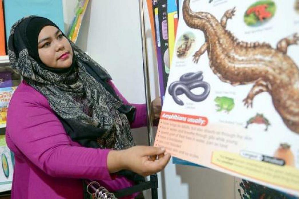 MENJAGA SAMBIL MENDIDIK: Cik Ina Sultan akan memastikan setiap pelajar yang berdaftar dengan pusat jagaannya, Intessar Learning Lounge, akan diajar pelbagai ilmu pengetahuan am selain menerapkan nilai-nilai murni berteraskan agama. - Foto TAUFIK A. KADER