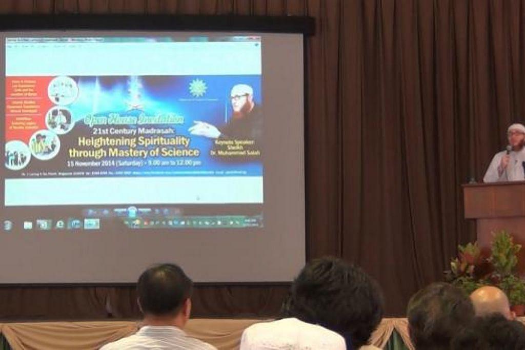 DR MUHAMMAD SALAH: Selain di Madrasah Al-Arabiah, beliau turut menyampaikan beberapa lagi ceramah semasa berada di Singapura tidak lama dulu. - Foto A. RAHMAN BASRUN