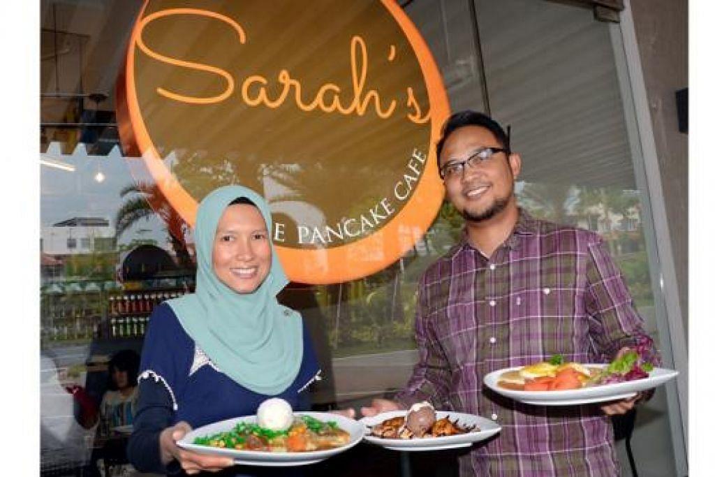 SAMA MINAT: Encik Kamil Abu Samah dan isterinya, Cik Alina Aman, menunjukkan tiga jenis hidangan yang disediakan di kafe mereka. Banyak lagi hidangan menarik menanti pengunjung di Sarah's The Pancake Cafe. - Foto-foto JOHARI RAHMAT