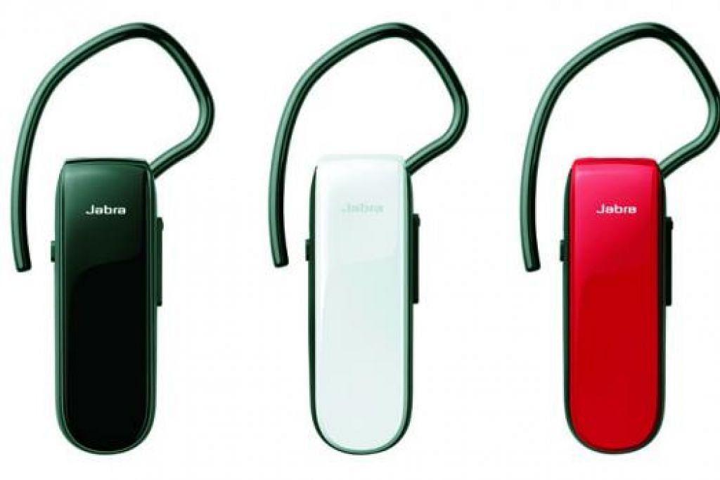 MUDAH BUAT PANGGILAN: Jabra Classic amat mudah digunakan untuk membuat panggilan telefon ketika sedang sibuk bertugas. - Foto-foto JABRA