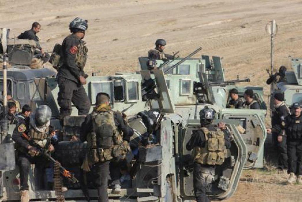 KERAHAN TENTERA: Anggota pasukan keselamatan Iraq dan pejuang Syiah mengambil bahagian dalam pengerahan keselamatan di bandar Qara Tappa. Amerika mahu membangunkan tentera Iraq yang lebih kecil tetapi cekap bagi memerangi IS. - Foto REUTERS