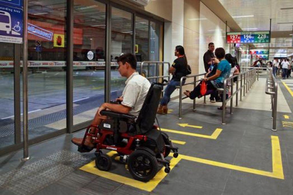 KEMUDAHAN BARU: Pusat pertukaran bas Bedok yang berhawa dingin juga mempunyai kemudahan untuk golongan kurang upaya. - Foto ZAOBAO