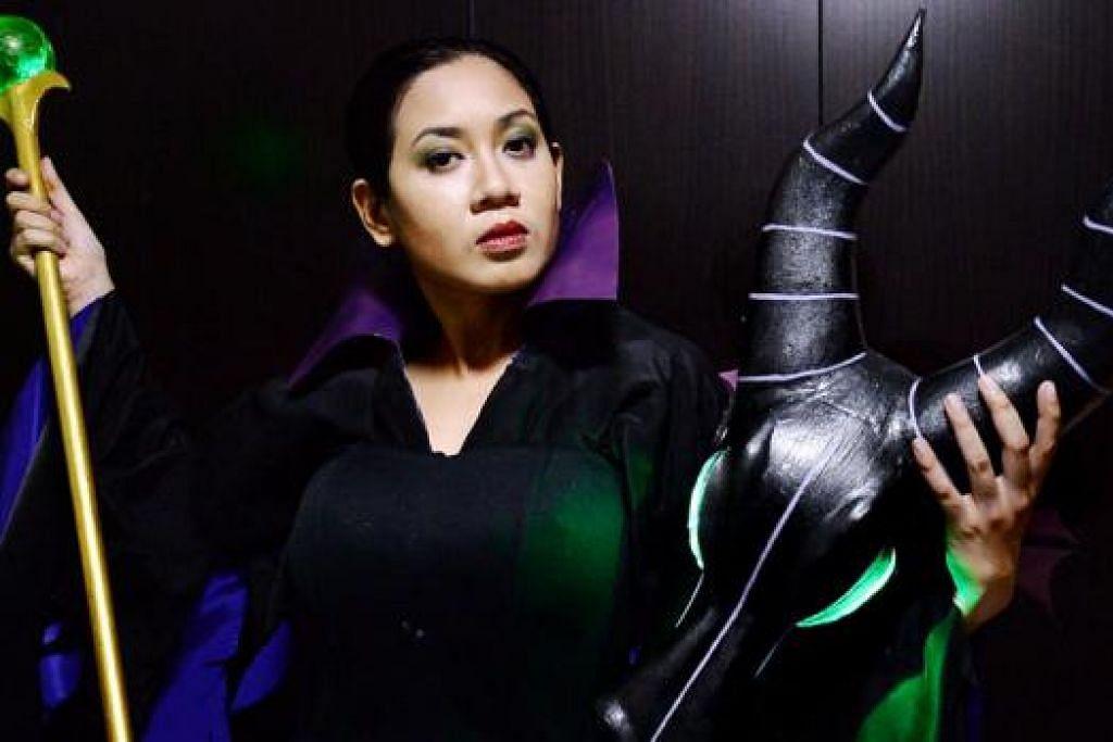 SERTAI PERTANDINGAN: Di sebalik perwatakannya yang lemah lembut, Cik Siti Norzaisah suka memperagakan kostum bagi watak filem, permainan video atau komik genre seram seperti watak Maleficient ini. - Foto-foto JOHARI RAHMAT
