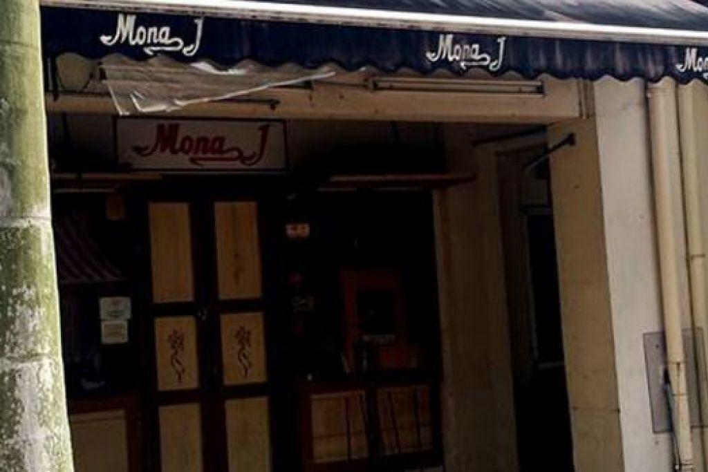 BAKAL DITUTUP: Sewa yang meningkat antara sebab utama Butik Mona J akan ditutup bermula 19 Disember ini. - Foto JIHAN JAUHAR