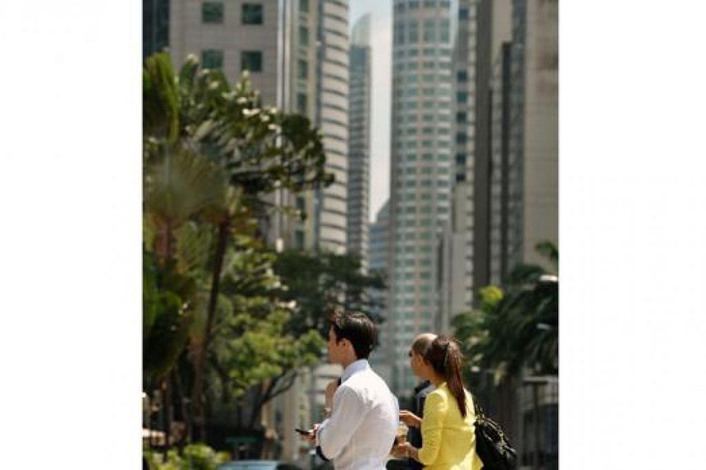 URUS NIAGA: Forum Ekonomi Dunia meramalkan Singapura atau Switzerland menjadi tempat terbaik dari segi sekitaran niaga. - Foto THE STRAITS TIMES
