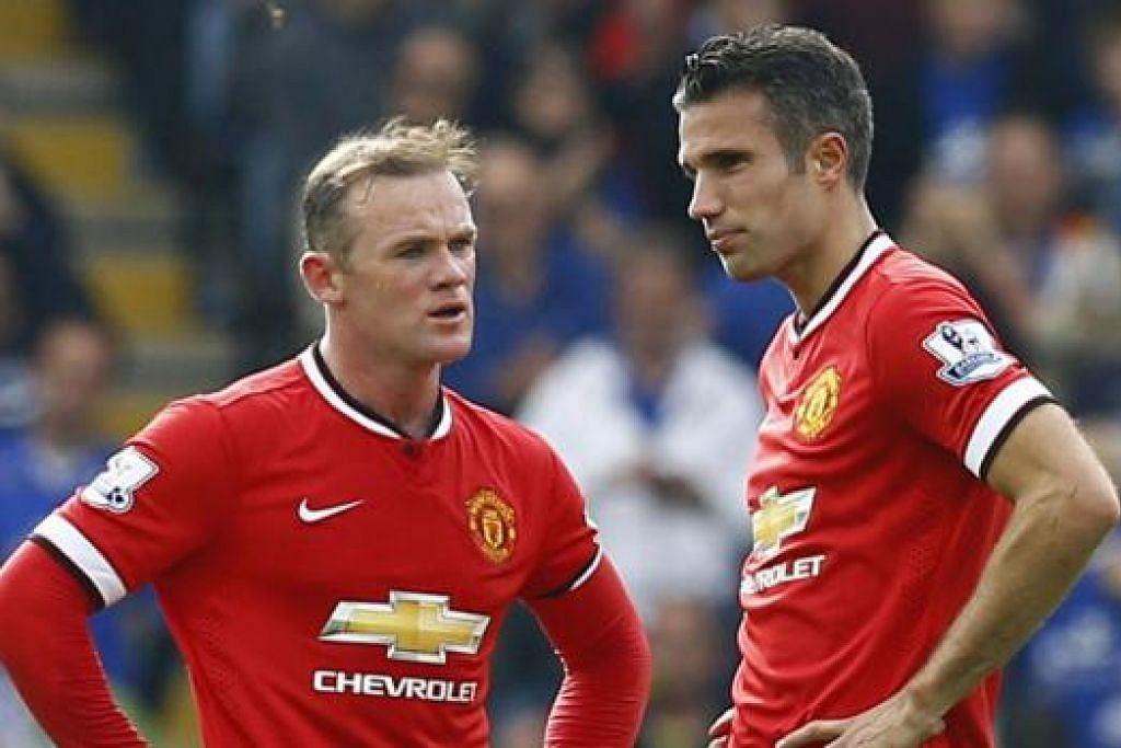 GANDINGAN BAHAYA: Kapten Manchester United, Wayne Rooney (kiri), dijangka cergas semula untuk digandingkan dengan rakan penyerang, Van Persie, apabila United memburu kemenangan kelima berturut-turut semasa bertandang ke padang Southampton esok. – Foto REUTERS