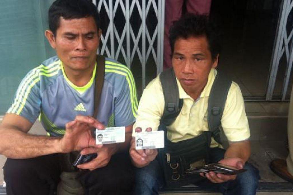 MANGSA KEBAKARAN: Encik Sapawi (kiri) dan Encik Peter adalah antara mangsa kebakaran yang terselamat di sebuah dormitori pekerja di 35 Lorong 4 Geylang pada awal pagi semalam. - Foto NURMAYA ALIAS