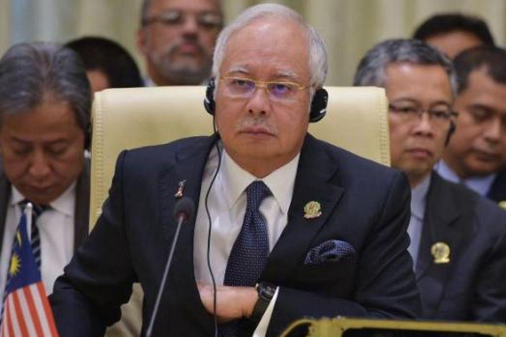 DEMI KEAMANAN: Perdana Menteri Malaysia Datuk Seri Najib Tun Razak membentangkan Kertas Putih 'Ke Arah Menangani Ancaman Kumpulan Islamic State (IS)' di Parlimen Malaysia baru-baru ini. Antara isi kertas tersebut ialah seluruh warga Malaysia perlu menolak ideologi ekstrem dan yakin bahawa konsep wasatiyyah atau kesederhanaan adalah jalan terbaik menjamin keamanan dan kesejahteraan negara. - Foto AFP