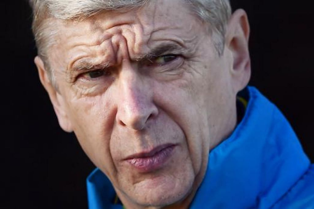 WENGER: Dicerca penyokong Arsenal ketika menaiki kereta api selepas pasukan itu tewas di tangan Stoke City Sabtu lalu. - Foto AFP