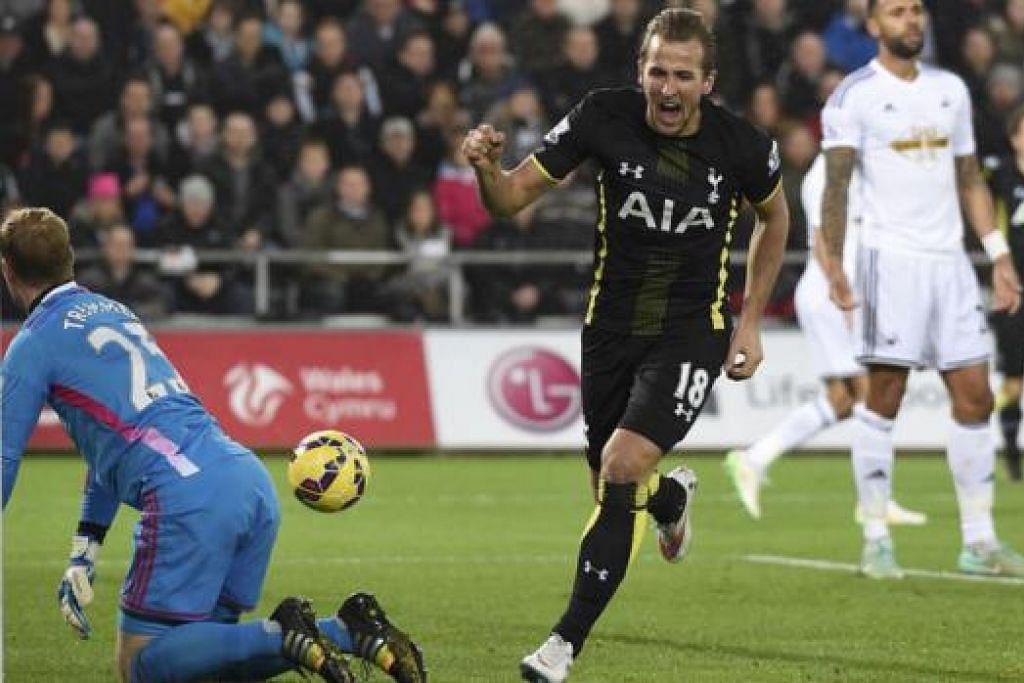 RAIKAN GOL: Pemain Tottenham Hotspur, Harry Kane (jersi hitam), meraikan golnya semasa kemenangan ke atas Swansea City dalam satu pertemuan Liga Perdana England (EPL) dinihari semalam. - Foto REUTERS