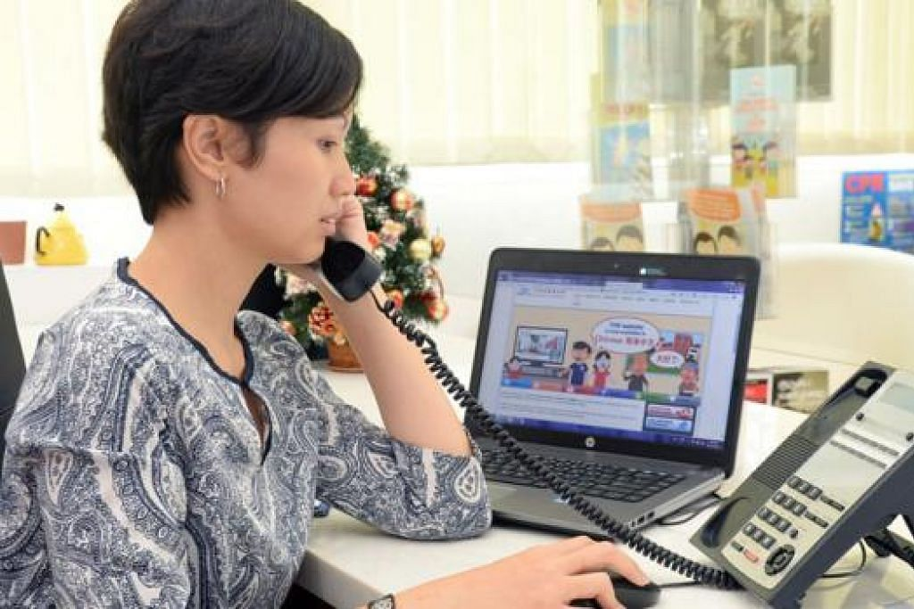 TUKAR KERJAYA: Cik Nurfizah meninggalkan kerja sebagai pegawai penyelidikan kanan biro kredit untuk menjadi pekerja sosial kerana ingin membantu orang lain memperbaiki kehidupan.