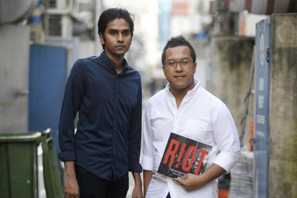 ABADIKAN PERISTIWA: Penulis Encik Prabhu Silvam (kiri) dan jurugambar Encik Zakaria Zainal menyelongkar peristiwa 8 Disember 2013 melalui buku mereka 'Riot Recollections'. - Foto THE STRAITS TIMES