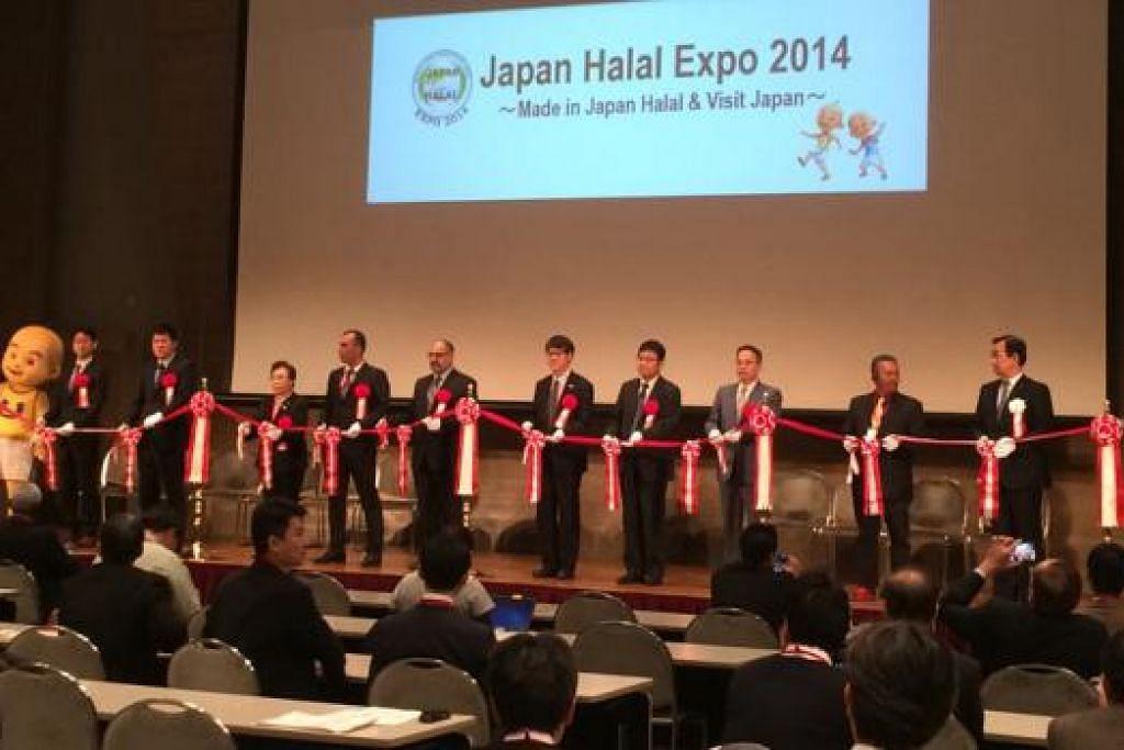 EKSPO HALAL JEPUN: Maskot Upin dan Ipin turut menyerikan pameran halal di Jepun yang dianjurkan bulan lalu. - Foto SMCCI