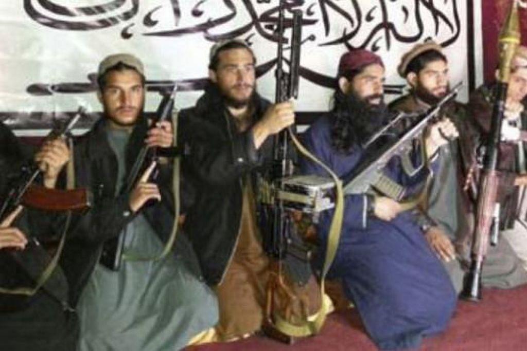 MUNGKIN LANCAR SERANGAN BARU: Gambar anggota Taleban yang dikatakan menyerang sekolah awam di Peshawar pada Selalu lalu kini tersebar luas. - Foto REUTERS