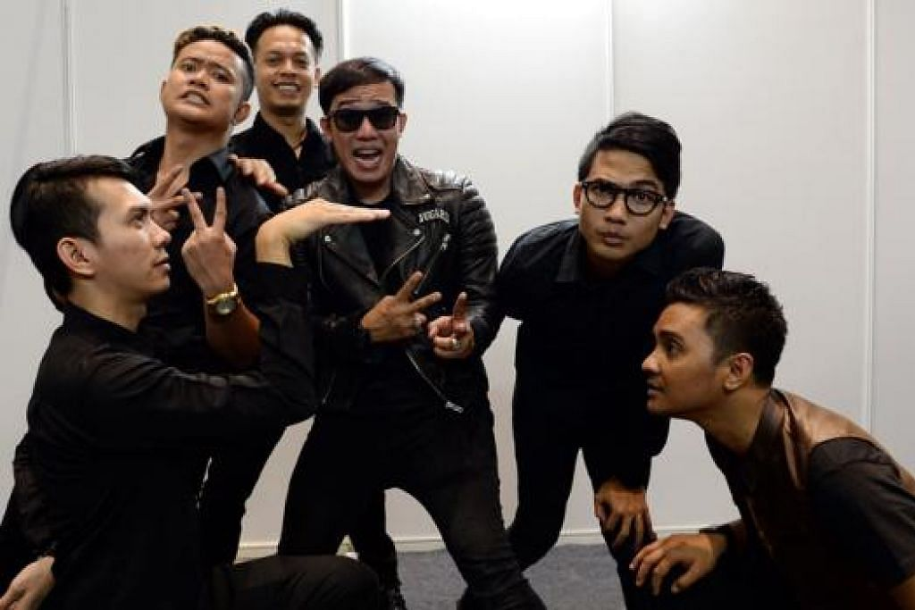 POPULAR: Band Repvblik terdiri enam anggota, (dari kiri) pemain gitar Ei, pemain dram, Randi, pemain bes, Lavy, vokalis Ruri, pemain gitar irama, Hexa, dan pemain keyboard, Tyar.