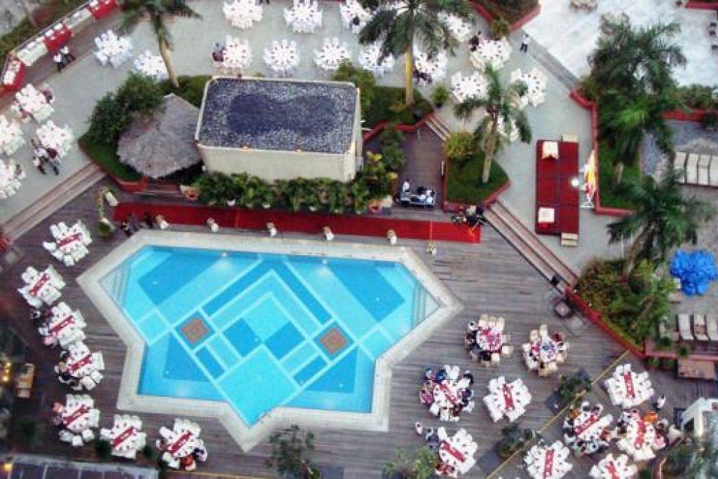 RAIKAN HARI ISTEMAWA DENGAN GAYA: Pakej persandingan yang ditawarkan The Landmark menjaminkan majlis persandingan yang selesa dan bergaya dengan tempat duduk di dalam restoran serta kawasan luar di samping kolam renang. – Foto-foto THE LANDMARK