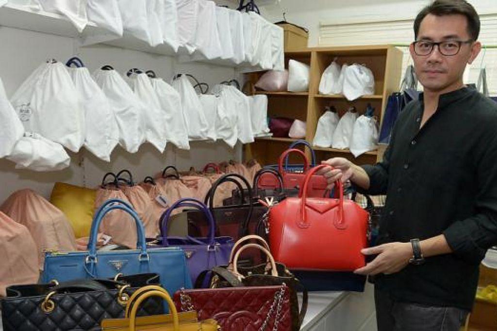 POPULAR: Pemilik khidmat sewa beg mewah melalui laman Internet, That Bag I Want, Encik Tan Ho Ching, menjelaskan bahawa lebih 10,000 anggota yang berdaftar dengan syarikatnya sebagai pelanggan adalah orang Melayu. - Foto TUKIMAN WARJI