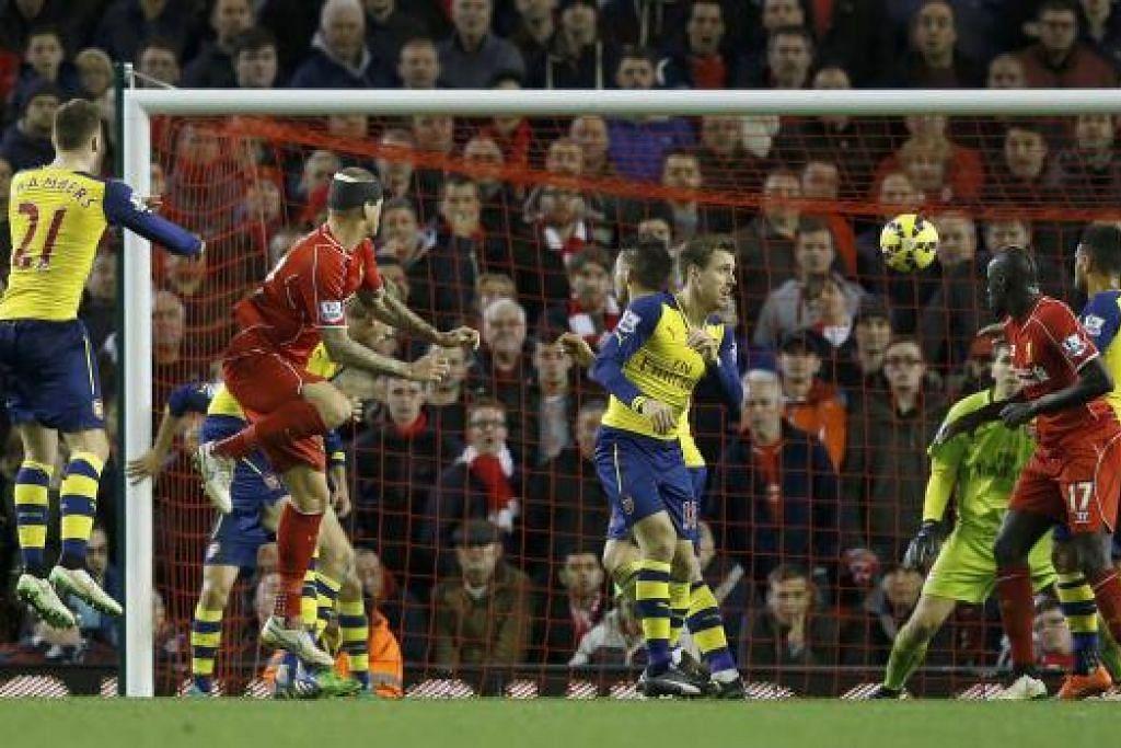 SEDIA BANGKIT: Martin Skrtel tidak membenarkan kecederaan kepalanya menghambatnya menjaringkan gol penyamaan di penghujung perlawanan.