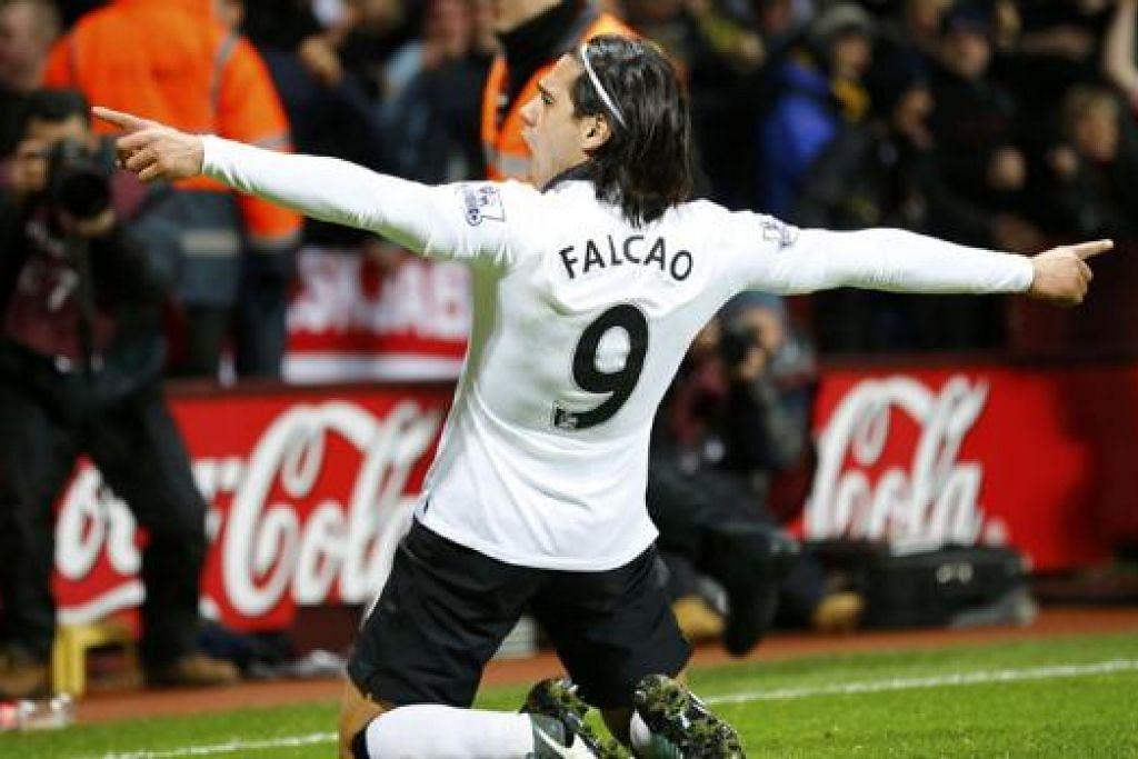 GOL CANTIK: Bintang penyerang Manchester United, Radamel Falcao, meraikan golnya semasa seri 1-1 dengan Aston Villa kelmarin. - Foto REUTERS
