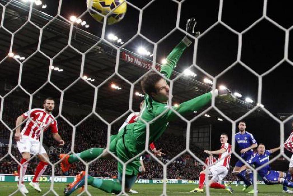 PERMULAAN BAIK: Kapten pasukan John Terry menjaring gol pertama perlawanan selang dua minit wisel ditiup pengadil.