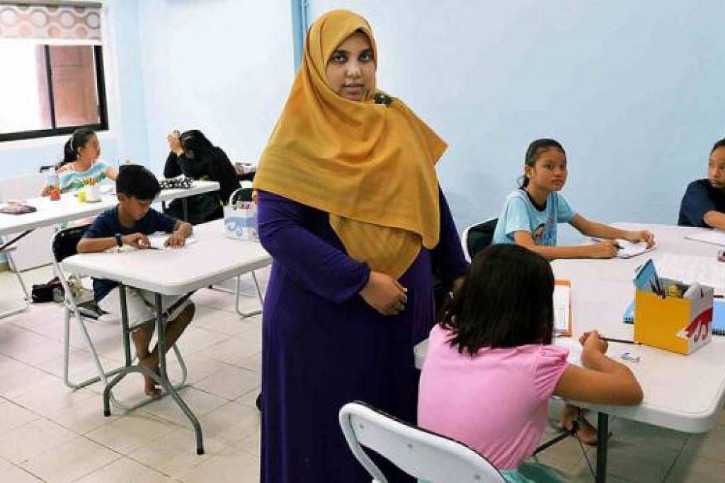 TEROKA NIAGA: Cik Siti Suhailah Abdul Kadir mencapai impiannya apabila membuka pusat tuisyennya sendiri tahun ini dan berharap dapat mendekati sekitar 100 pelajar tahun depan. - Foto KHALID BABA