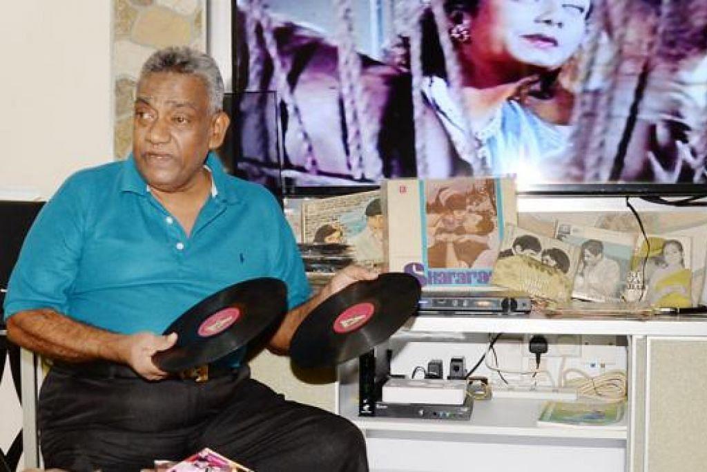 DIJAGA DENGAN BAIK: Encik Abdul Rahim inginkan seseorang yang mampu menjaga semua koleksinya dengan baik yang tidak boleh dijual apabila beliau tiada. - Foto-foto JOHARI RAHMAT