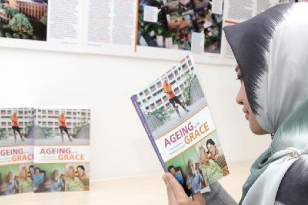 UNTUK PENJAGA: Buku Ageing with Grace: The Complete Caregiver's Guide ini memberi panduan kepada para penjaga warga tua. - Foto NATIONAL HEALTHCARE GROUP