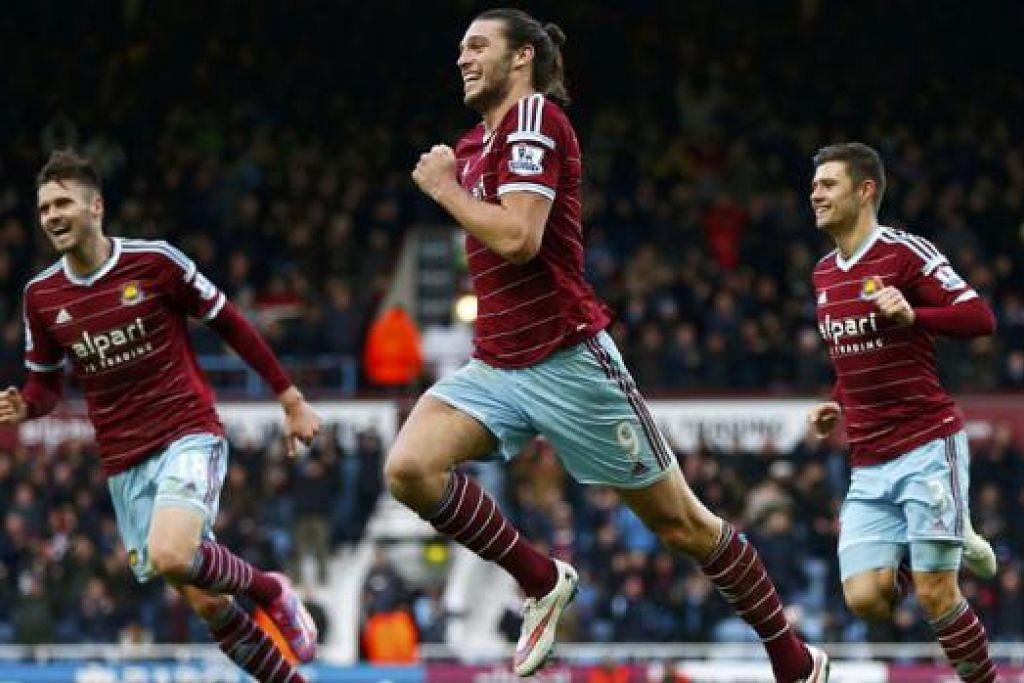 BUKAN PENYAMAR: Di bawah pimpinan Sam Allardyce, pemain seperti Andy Carroll (tengah) yang 'dibuang' Liverpool, telah kembali bangkit menunjukkan prestasi hebat. - Foto REUTERS